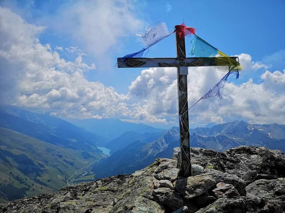 Croce cima sud-ovest 3064 mt in direzione del lago di Pontechianale