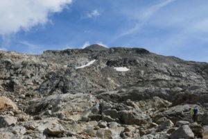 base del monte, si cerca di individuare ometti segnavia