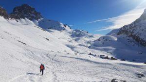 Alle nostre spalle l' Oronaye 3100 mt e il colle Roburent 2628 mt