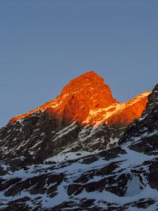 La montagna ci saluta con le ultime rosse luci