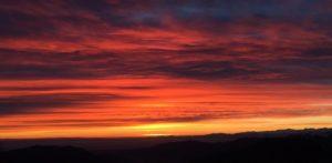 Primi colori dell'alba verso la pianura